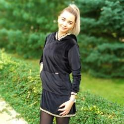 Plyšové šaty s ozdobnými lemy černá